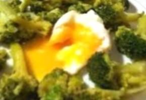 brocolis aux oeufs et roquefort