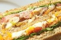 club sandwich au poulet et basilic