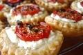 mini tartelettes aux tomates cerises, feta et basilic