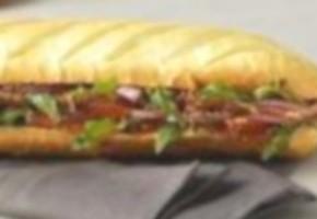 sandwich viennois à la coppa et au pesto rouge