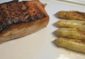 saumon aux asperges et sabayon aux fines herbes
